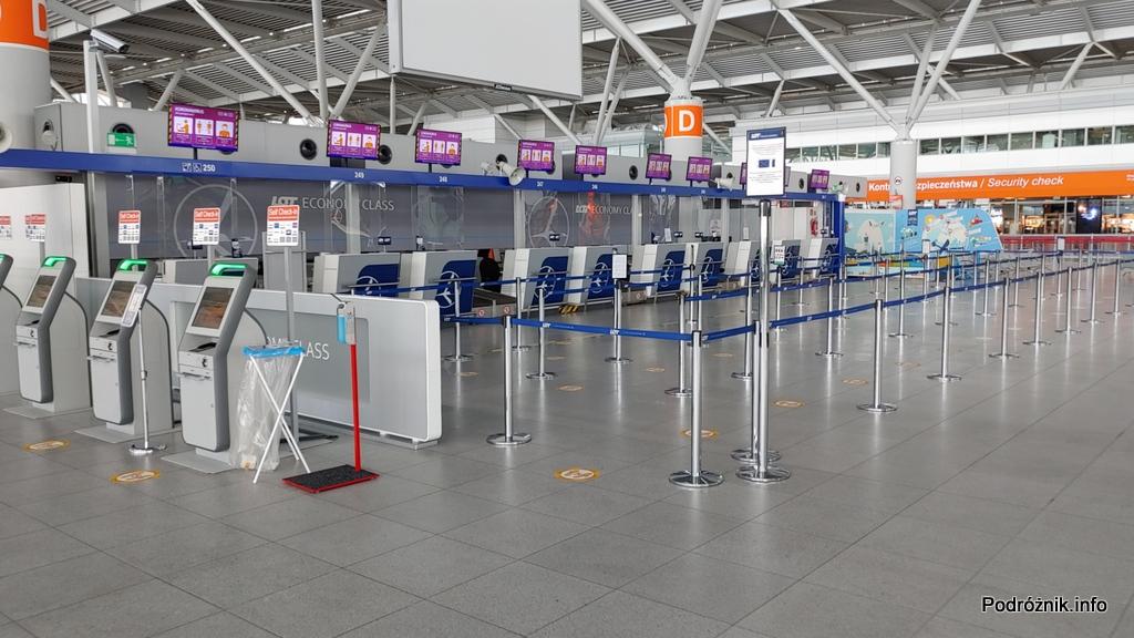 Polska - Warszawa - Lotnisko Chopina - strefa odpraw D - czerwiec 2020