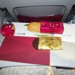 Qatar Airways - Boeing 777 - A7-BAA - posiłek na krótkiej trasie