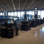 Japonia - Tokio Narita - hala odlotów - skrzydło północne - terminal 2 - automatyczne stanowiska do odprawy Delta Air Lines - sierpień 2012