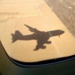 Chiny - cień Boeinga 747 na ziemi przed samym lądowaniem w Pekinie - kwiecień 2013