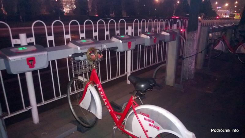 Chiny - Pekin - okolice dworca kolejowego Dongzhimen - rowery które można wypożyczyć - kwiecień 2013