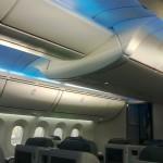 Polskie Linie Lotnicze LOT - Boeing 787 Dreamliner (SP-LRA) - Klasa Biznes (Elite Club) - niebieskie podświetlenie sufitu - czerwiec 2013