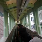 Chiny - Hongkong - jeden z końcowych odcinków najdłuższych schodów ruchomych na świecie - kwiecień 2013