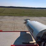 Polska - Babimost - Port Lotniczy Zielona Góra - samochód gaśnieczy GCBAPr Elage Titan SIX 6x6 - widok ze stanowiska przy działku wodno pianowym - wrzesień 2017